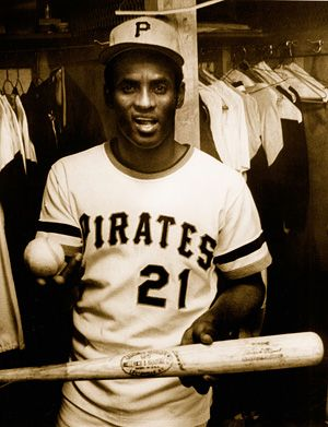 Otl The Enduring Mystery Of Roberto Clemente S Bat Roberto Clemente Roberto Sports Photos