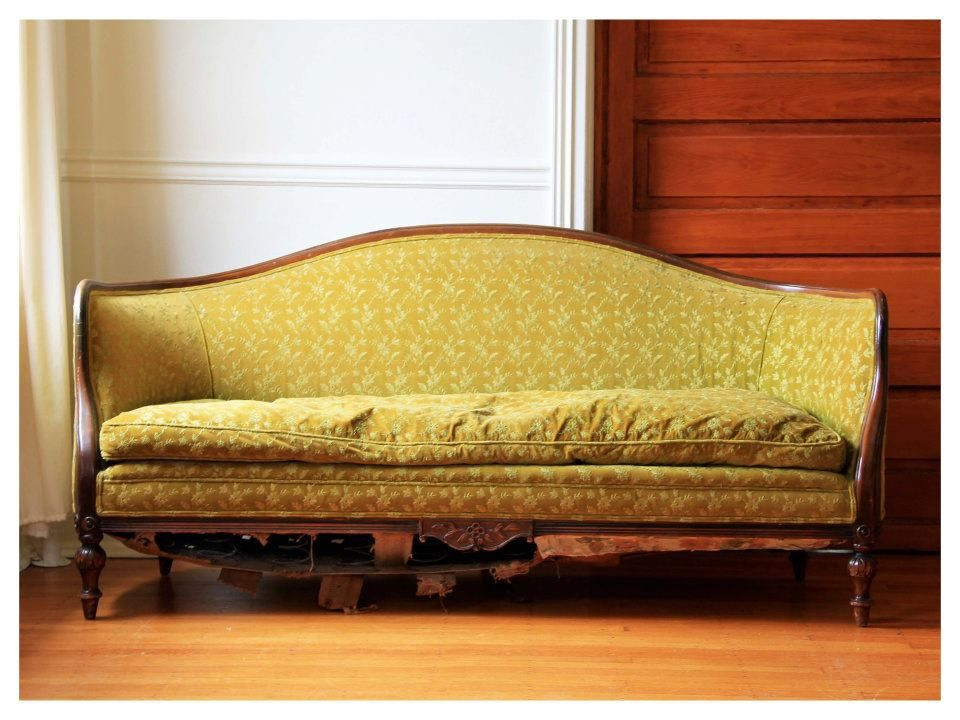 For Sale A Gorgeous Antique Sofa With A Curved Wood Frame 14