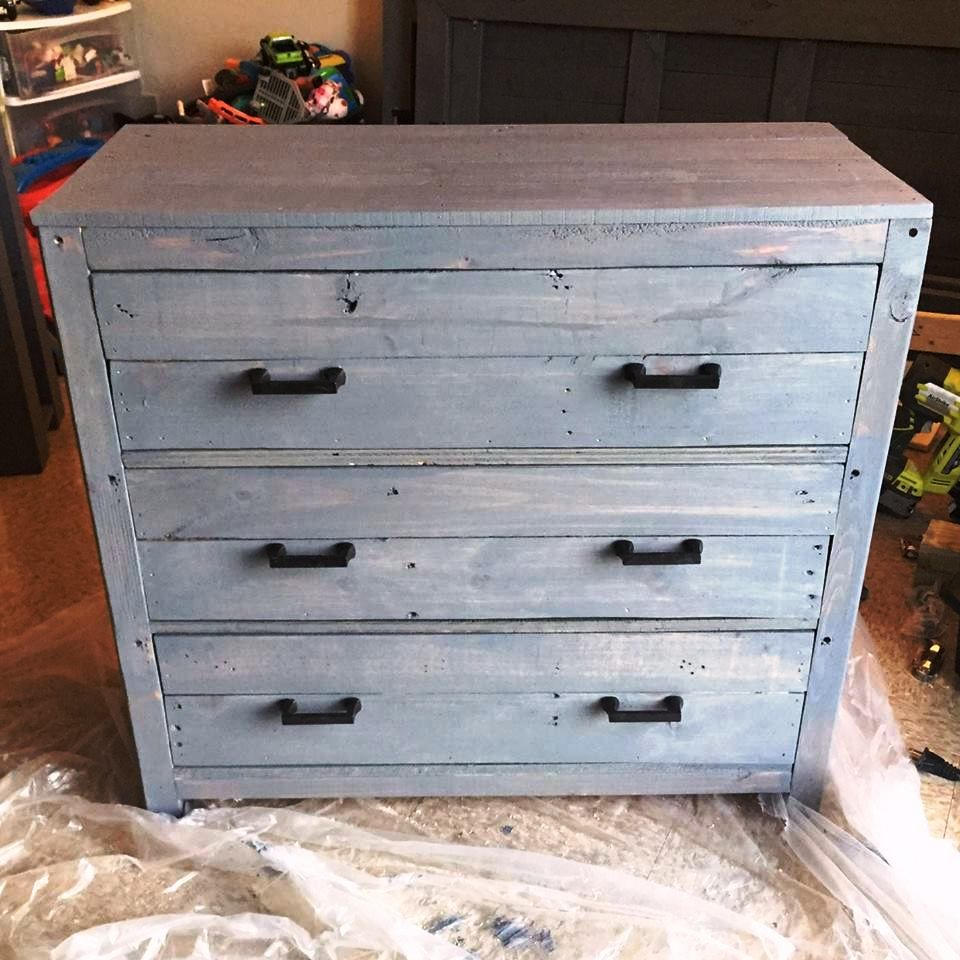 Mini pallet chest of drawers nightstand 30 easy diy for Pallet drawers diy