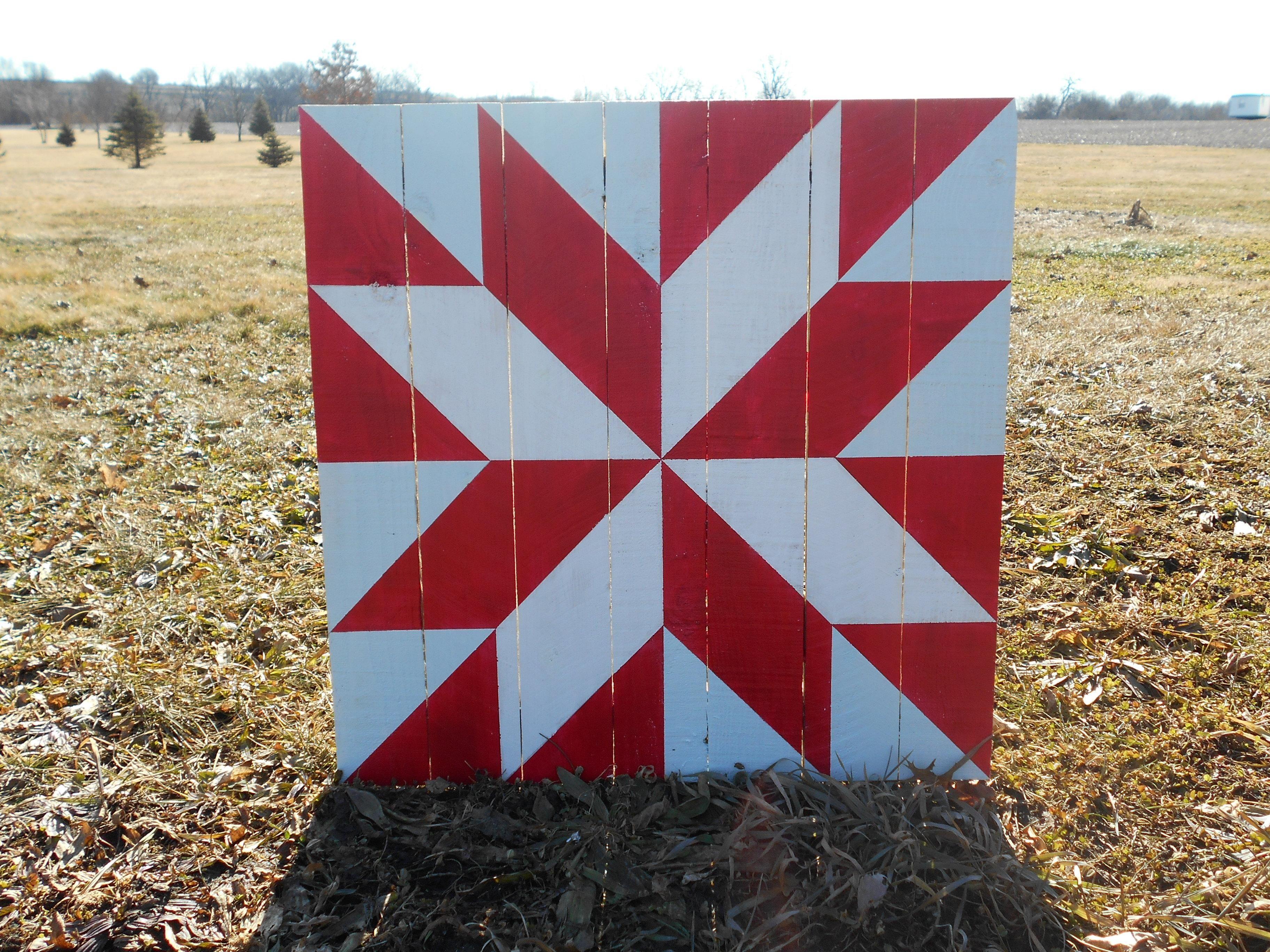 Rustic Red Star on Cedar | Barn Quilts | Barn quilt patterns
