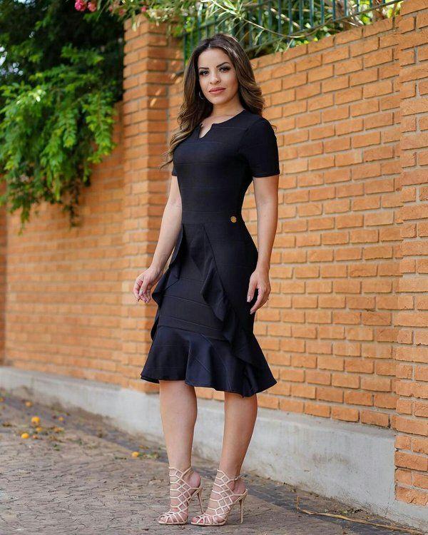 242742f07 Vestido Midi Samile Preto com Babados Moda Evangélica   Luciene ...