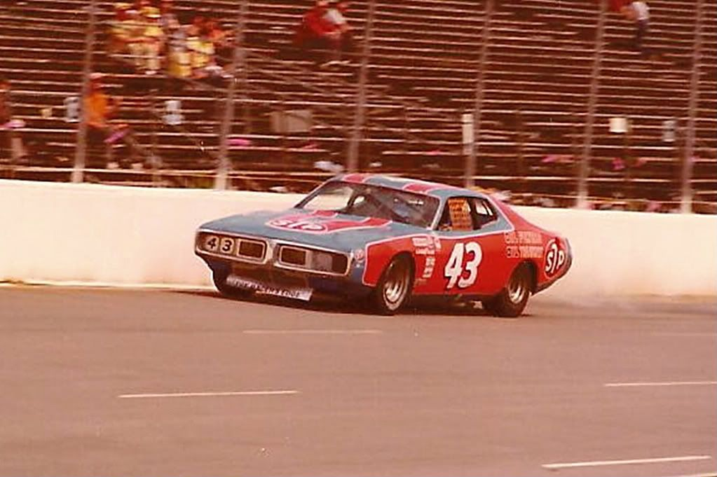 Cool NASCAR LEGEND RICHARD PETTY CHAMPIONSHIP Race Car 1975 DODGE CHARGER