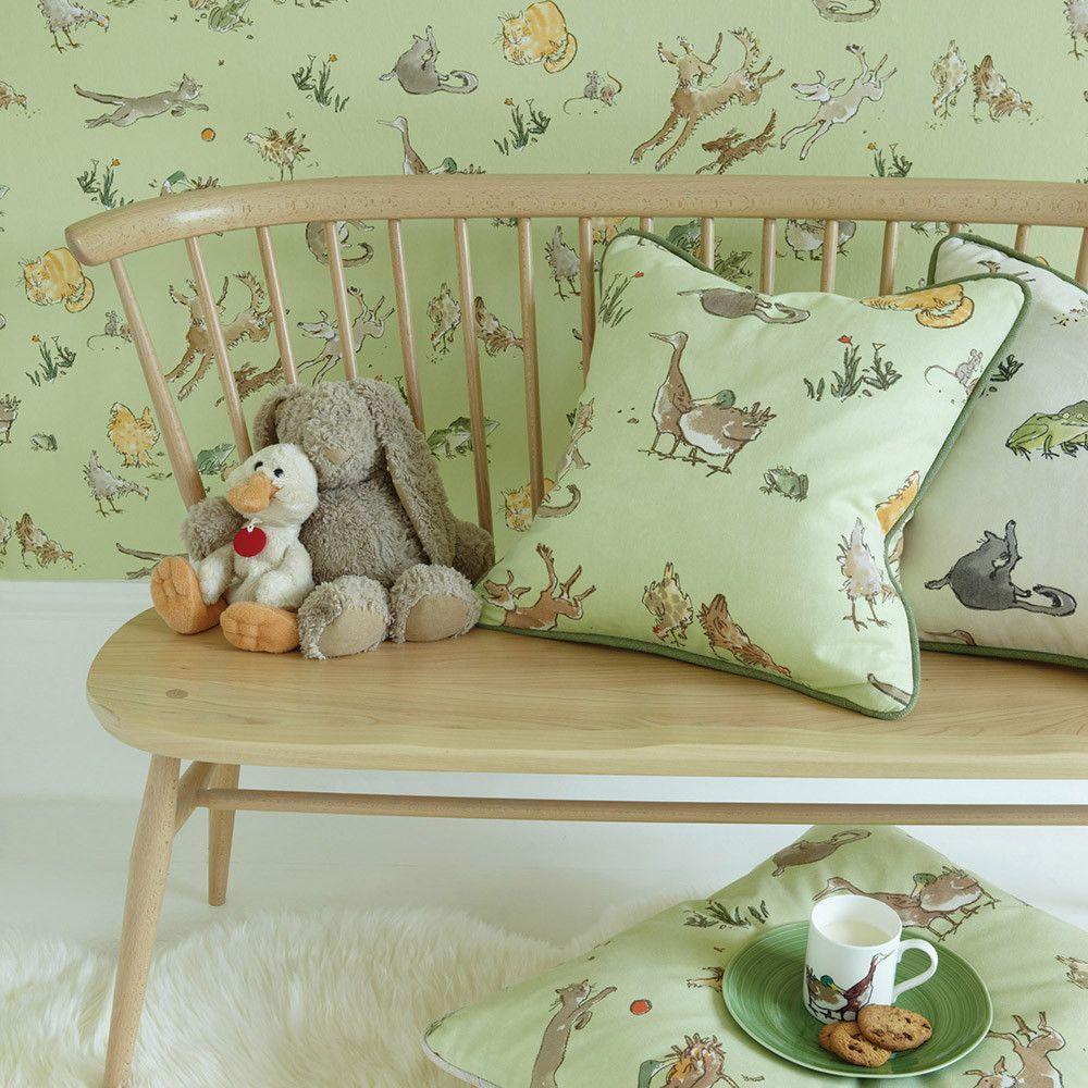 Обои и текстиль с животными для уютной атмосферы детской комнаты.