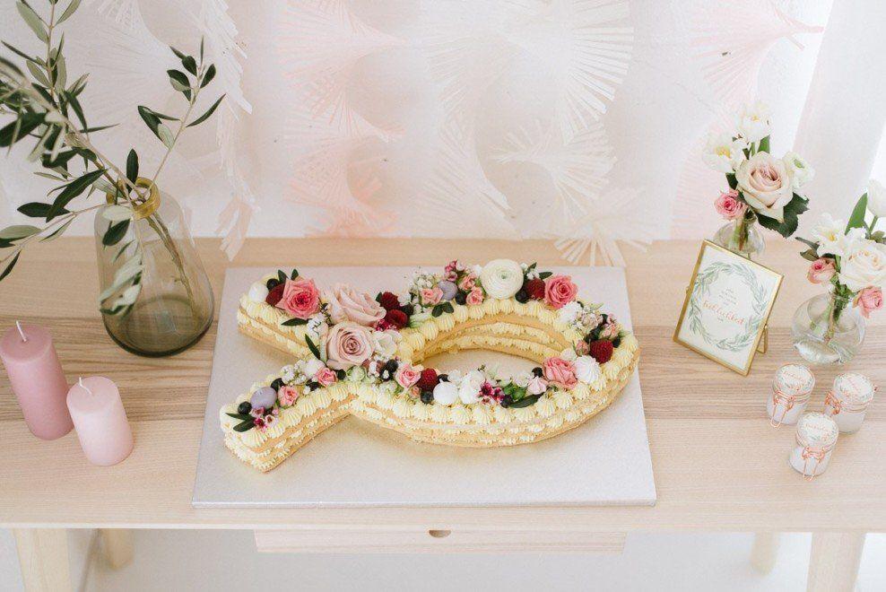 Zarte, florale Dekoration für eine Taufe oder Willkommensfeier