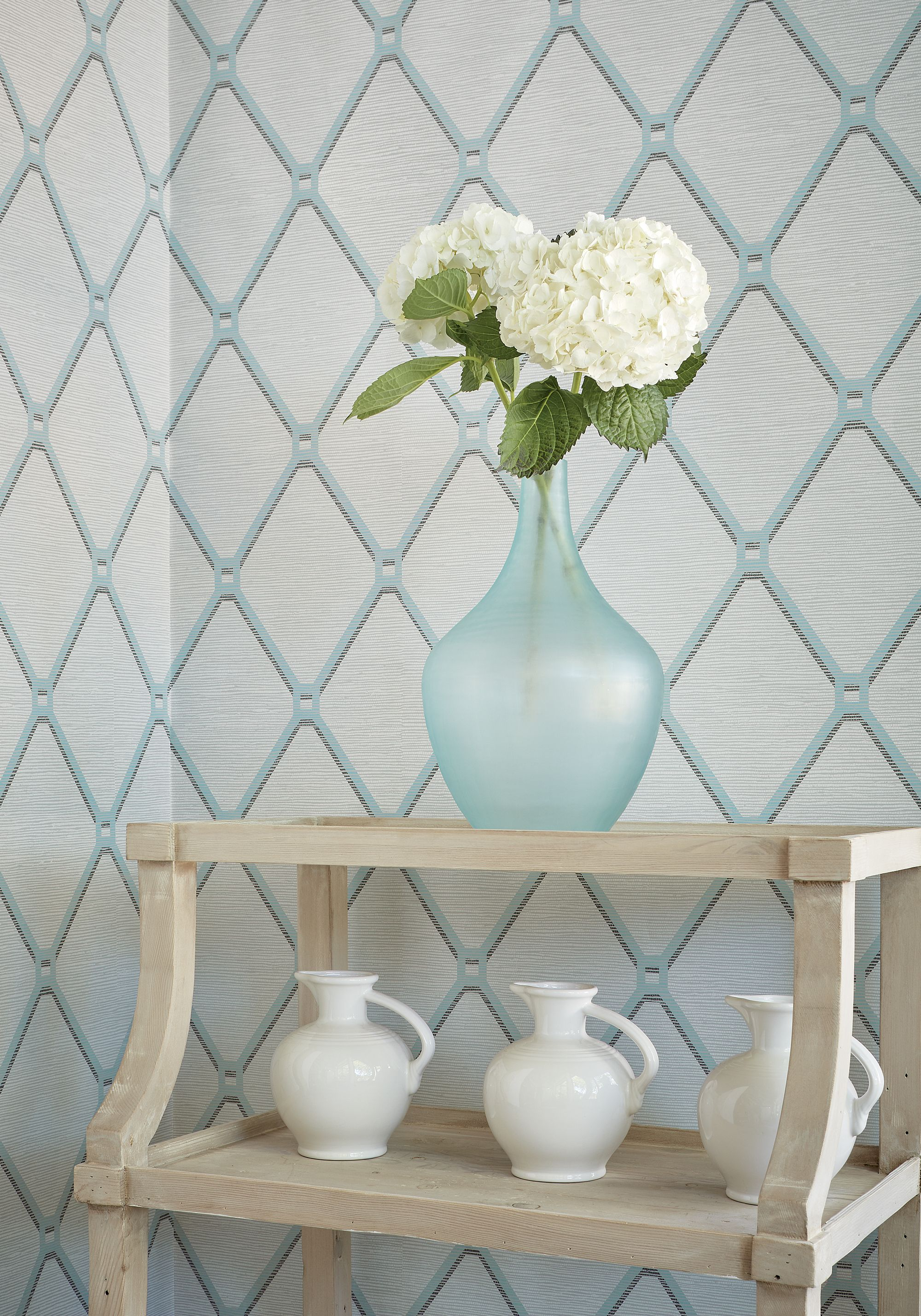 Easom trellis from surface resource collection trellis