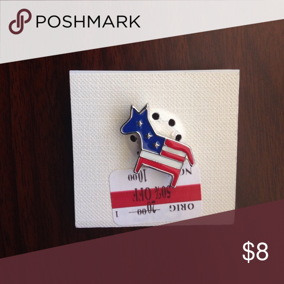 American flag animal character pin. NWT. American flag animal character pin. Jewelry Brooches