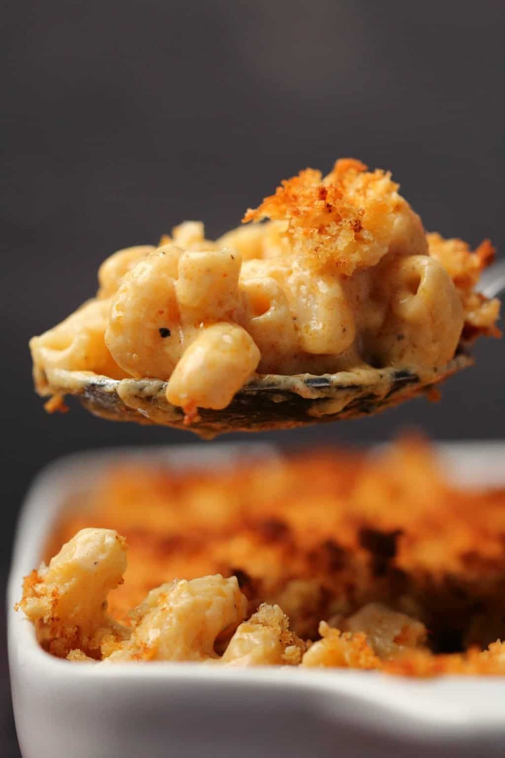This Classic Vegan Mac And Cheese Is Ultra Cheesy Saucy And Creamy Topped With Breadcrumbs And Vegan Mac And Cheese Vegan Pasta Dish Vegetarian Vegan Recipes