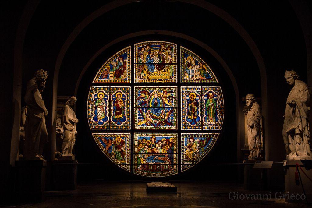 La vetrata originale del Duomo, opera di Duccio di Boninsegna. Siena, Museo dell'Opera del Duomo. Foto di Giovanni Grieco su http://www.flickr.com/photos/in_rainbows85/8723030627