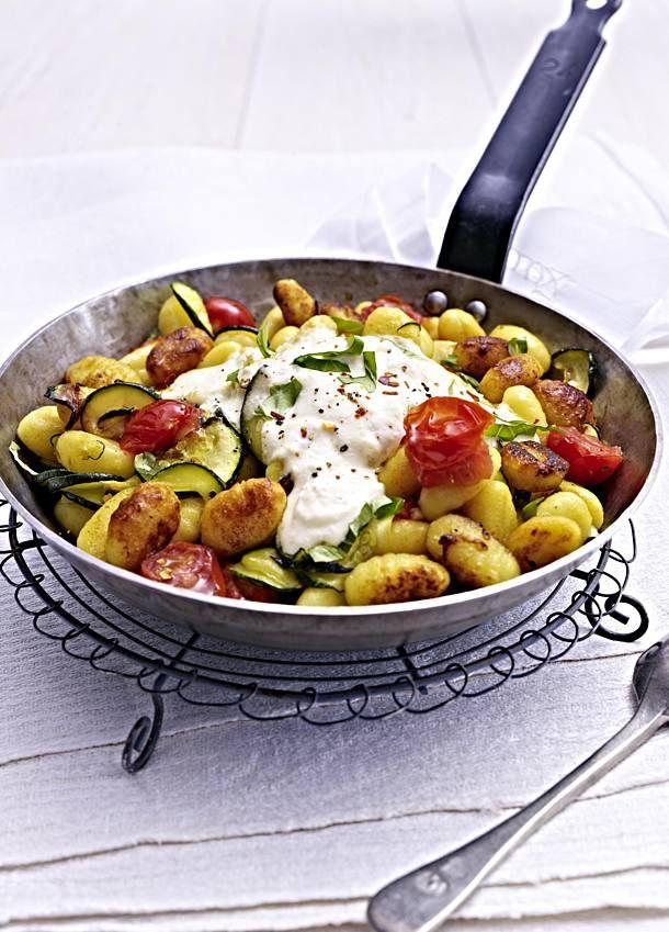 Gnocchi-Zucchini-Pfanne mit Feta-Cracker-Dip Rezept    LECKER