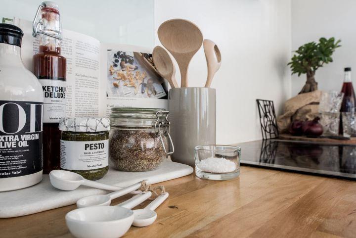Mini piso con isla en la cocina Interiors and Kitchens