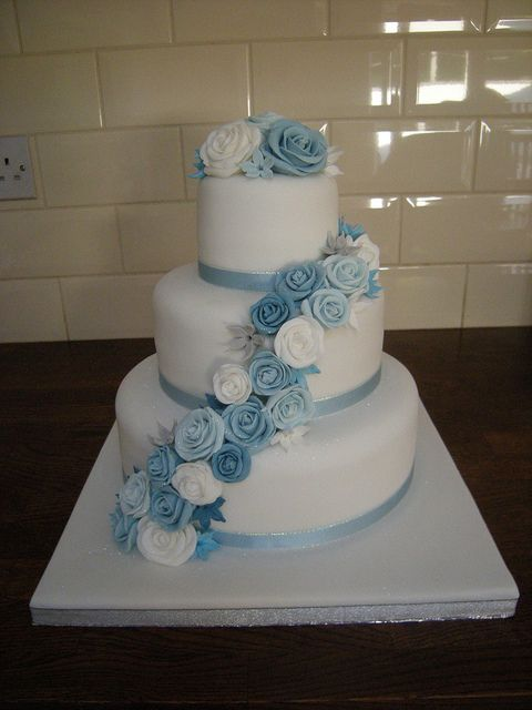 Wedding Cake Sugar Lace And Roses White Silver And Royal Blue Silver Wedding Cake Winter Wedding Cake Wedding Cakes Blue