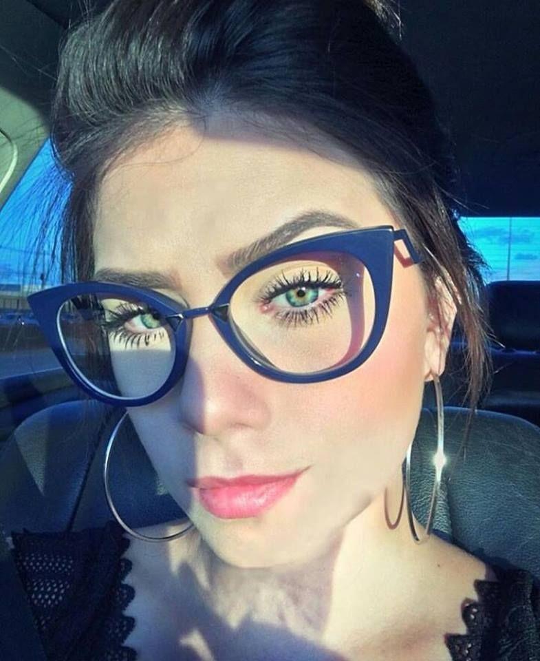 ba00604416573 Que tal arrasar no  trabalho com um estiloso óculos de grau da  Fendi…