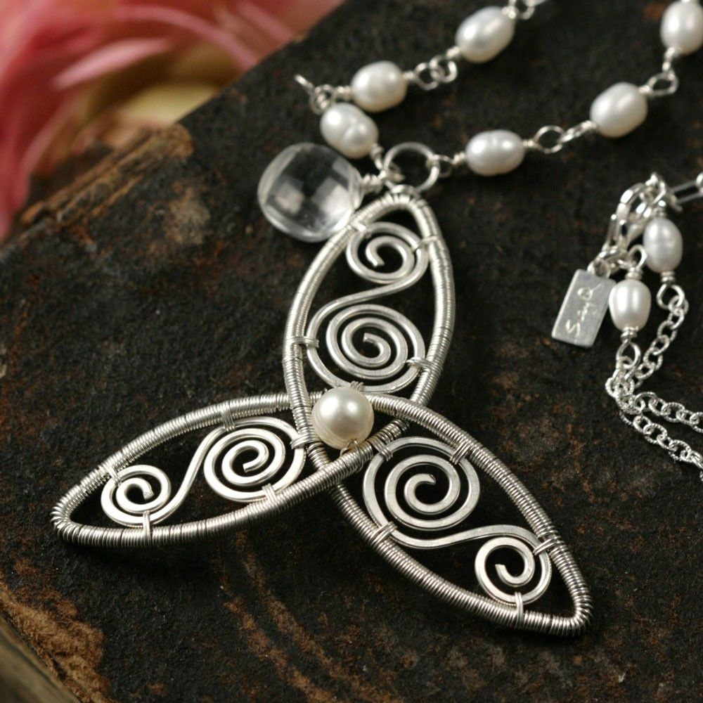 BRIGID - celtic chic pendant | Wire wrapping, Jewelry ideas and Wraps