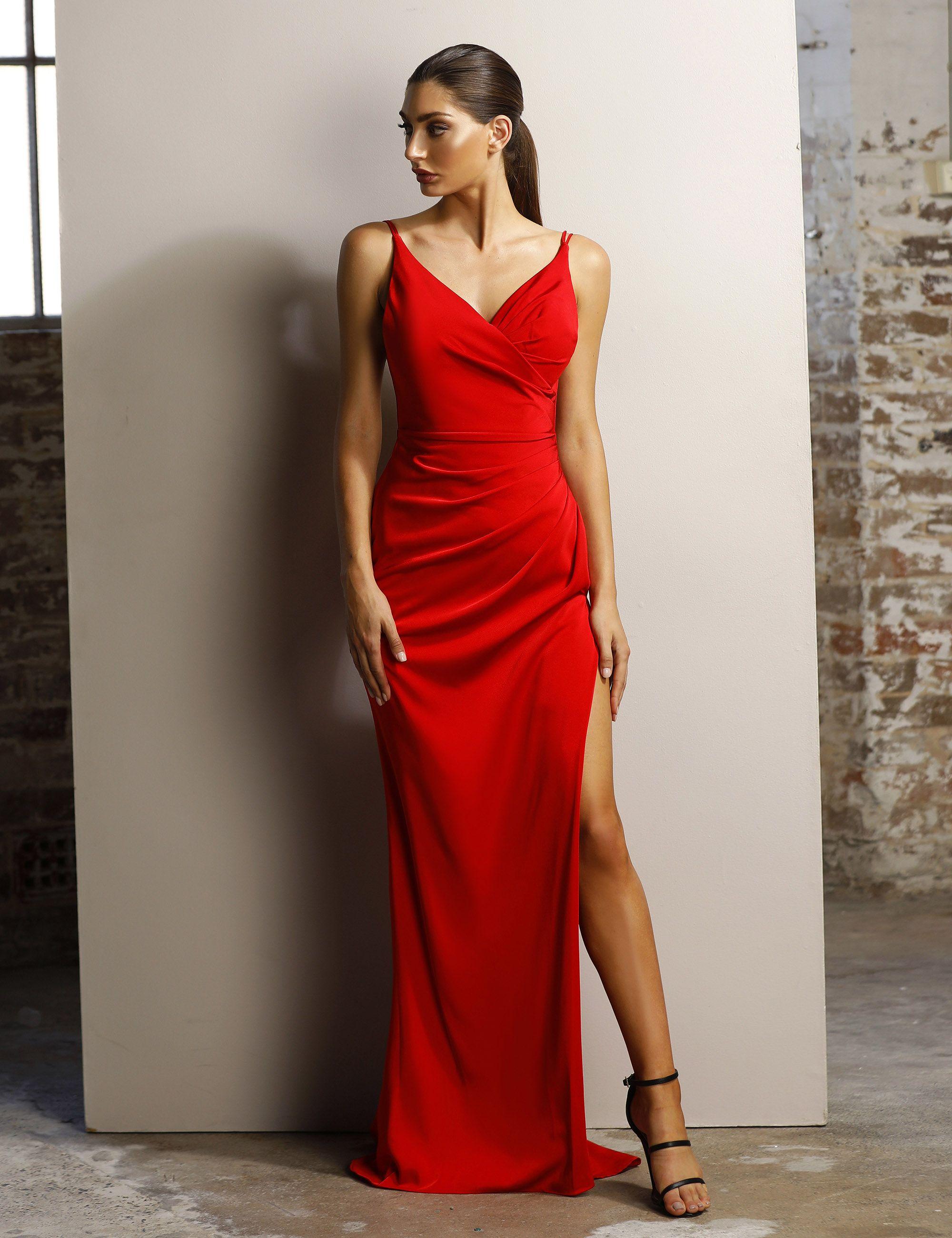 ffb2b643d30 Robe longue rouge décolleté profond