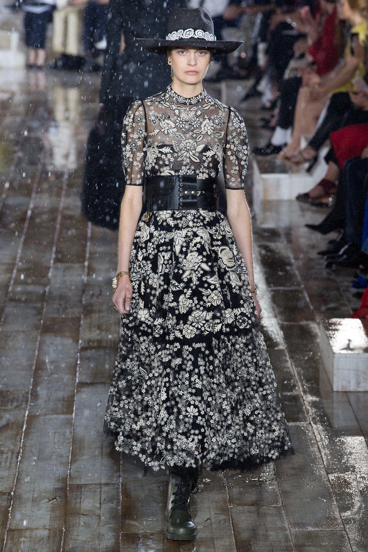 Christian Dior Resort 2019 Fashion Show 流行のドレス ランウェイファッション デザインスタイル