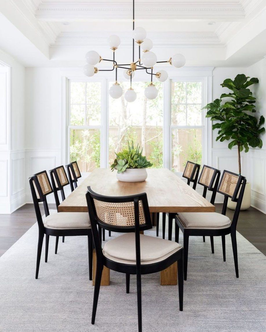 """Kitchen Sponges + Hand Wash +'s Instagram profile post: """"Bright & Beautiful space created by LA interior design firm @lindseybrookedesign #diningroom #diningroomdecor #diningroomtable #interior…"""""""