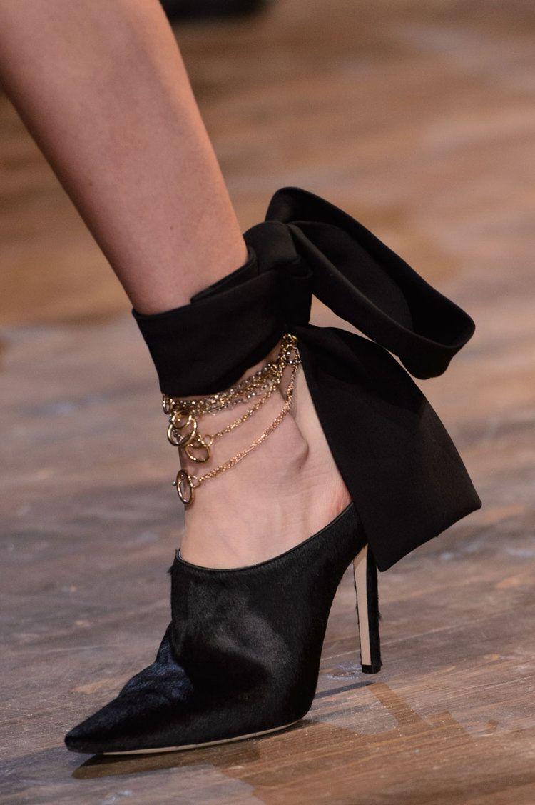 1b9faf3cd5b Chaussures du défilé Christian Dior Chaussure Classe