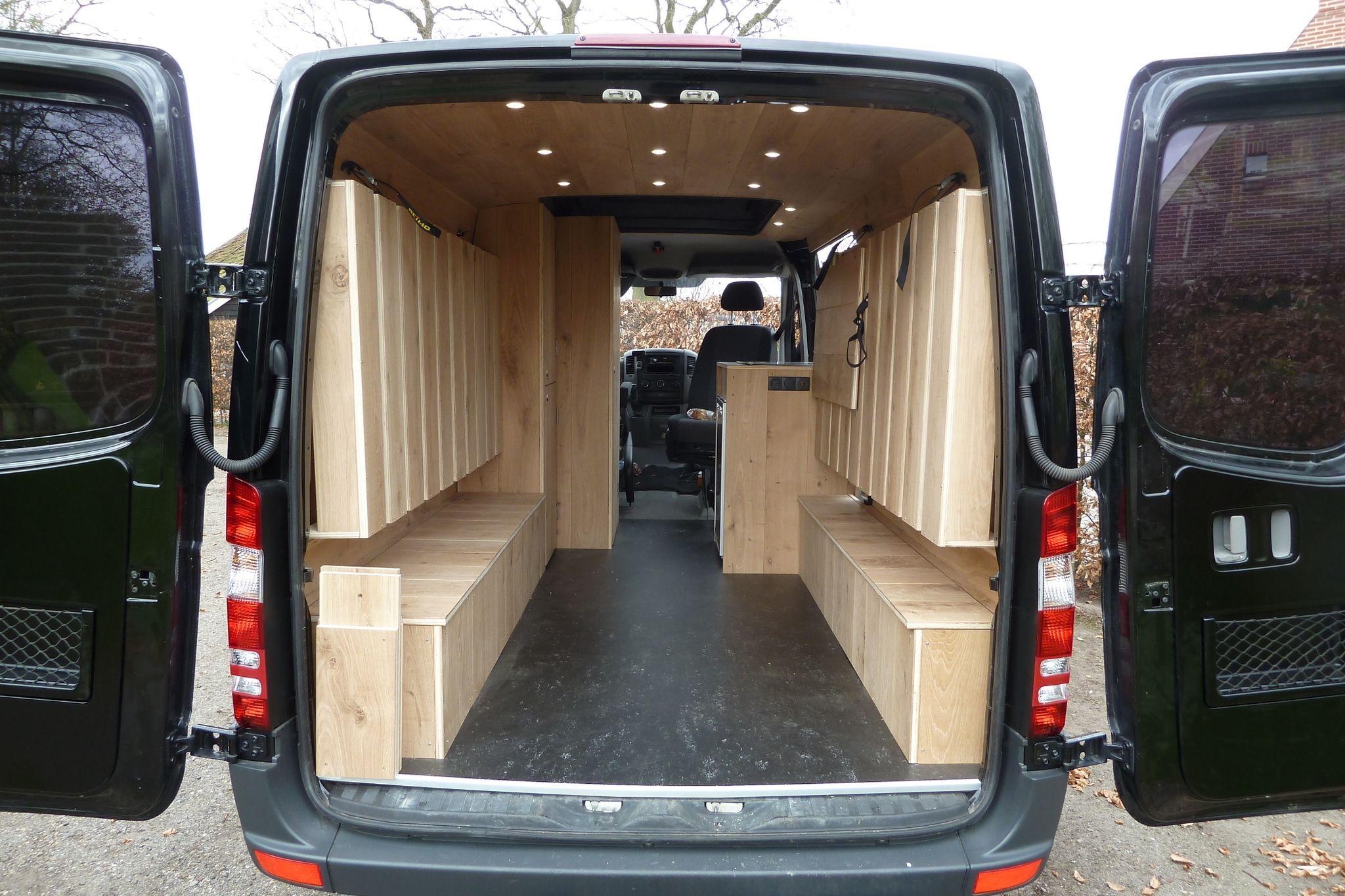 Mercedes sprinter camper met eiken interieur bedden omhoog for Interieur camping car