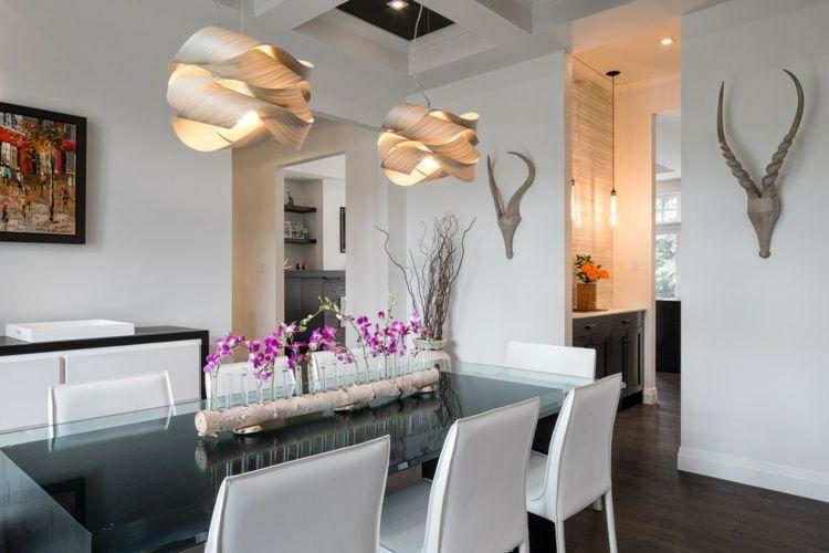 arrangement aus orchideen in reagenzgl sern an einem birkenstamm befestigt dekoideen. Black Bedroom Furniture Sets. Home Design Ideas