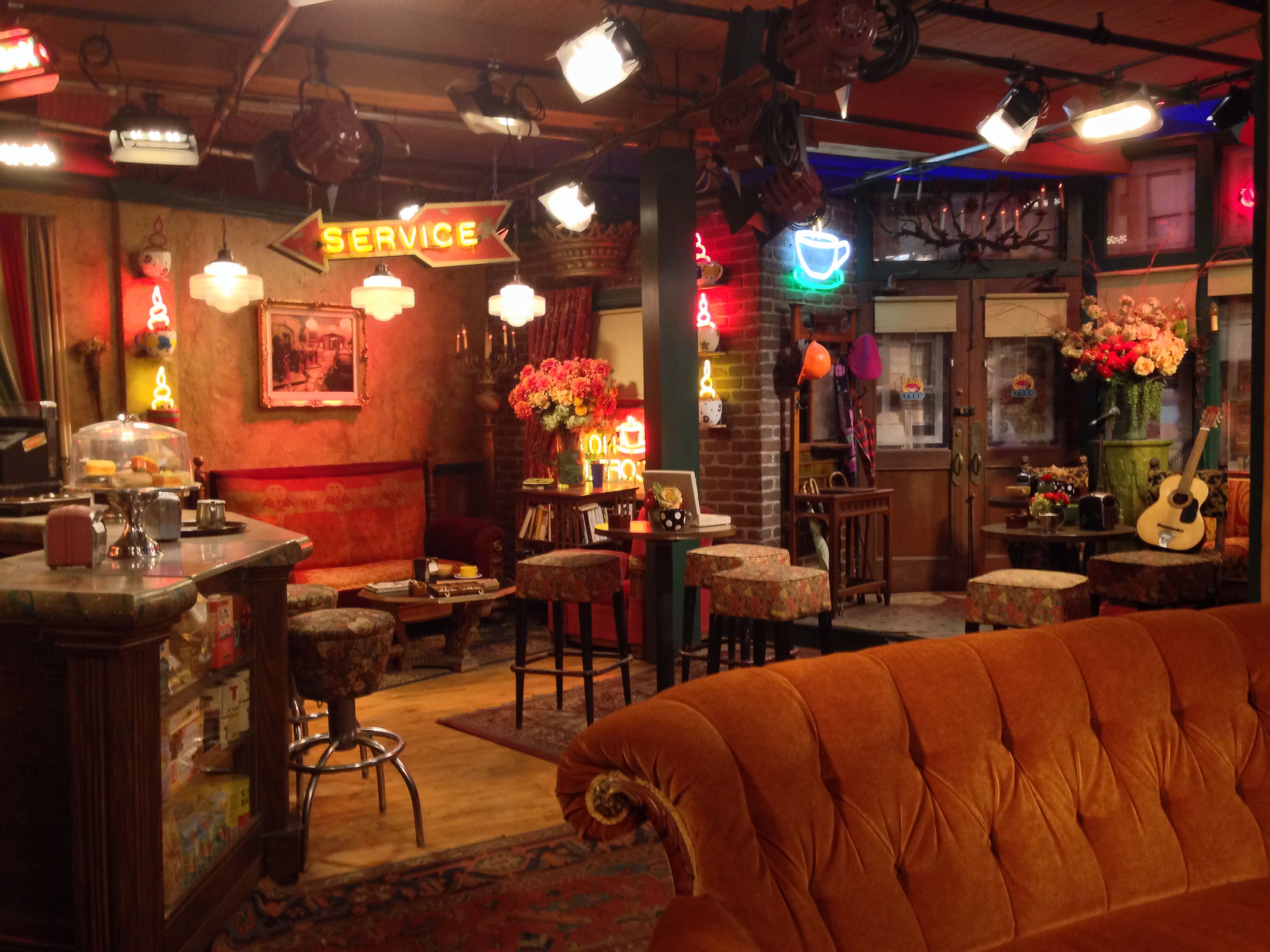 Central Perk Set From The Friends Show Warner Bros Studio Tour Studio Tour Decor Friends Show