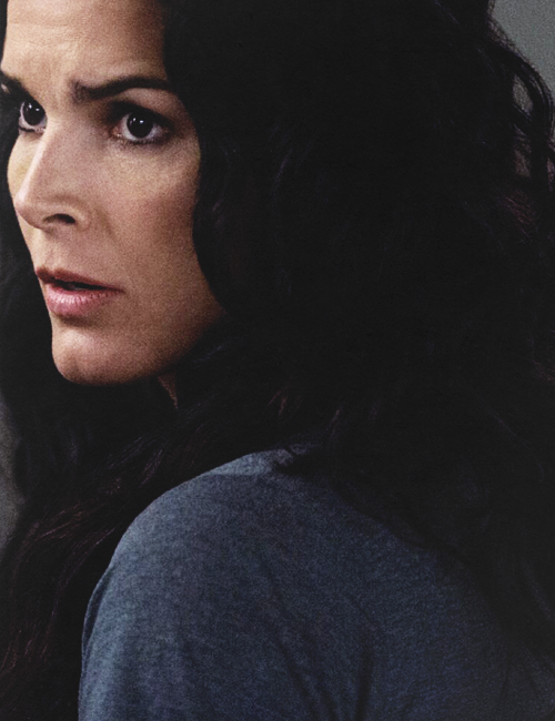 I love this picture. Angie Harmon as Det. Jane Rizzoli in TV's Rizzoli and Isles