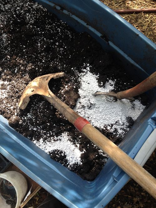 The real dirt on potting soil plants gardens and articles for Garden soil or potting soil