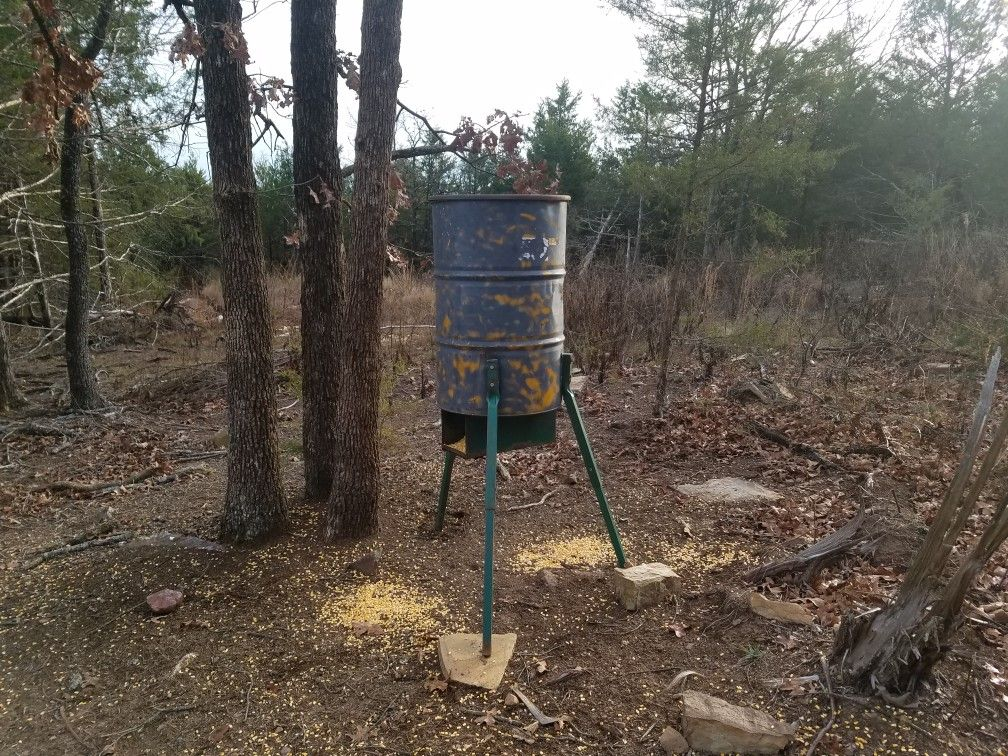 55 gallon gravity fed Barrel feeder at the double man