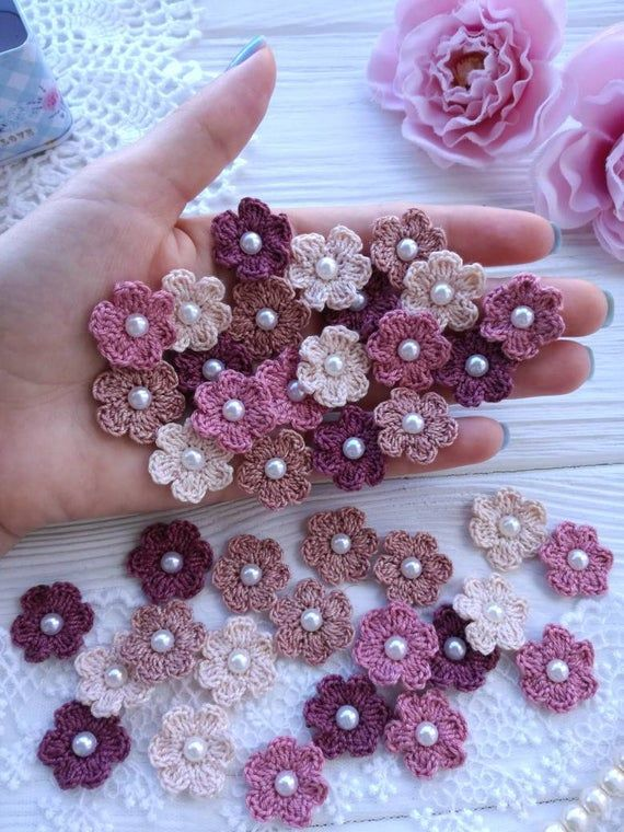20 small crochet flowers. Mix flowers. Scrap flowers. Embellishment flowers.