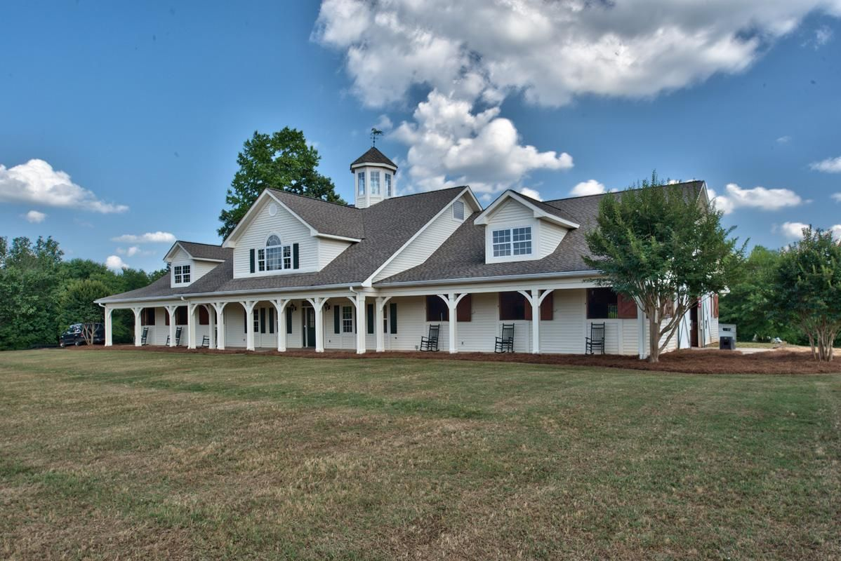 You can have it all! Waters Edge Farm is a showcase horse farm with 36 rolling acres including a 3.5ac spring fed pond, located in a gated community in the heart of Lake Oconee, Georgia. Imagine buil