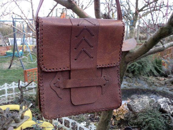 9e0f5dba6797 Magnificent Vintage Leather Handbag - Unisex Shoulder Bag - Genuine ...