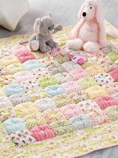 Puff quilt edredon patchwork bebe | colcha bebe | Pinterest