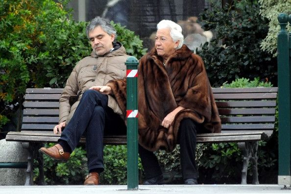 Andrea Bocelli Photos Photos Andrea Bocelli On A Park Bench