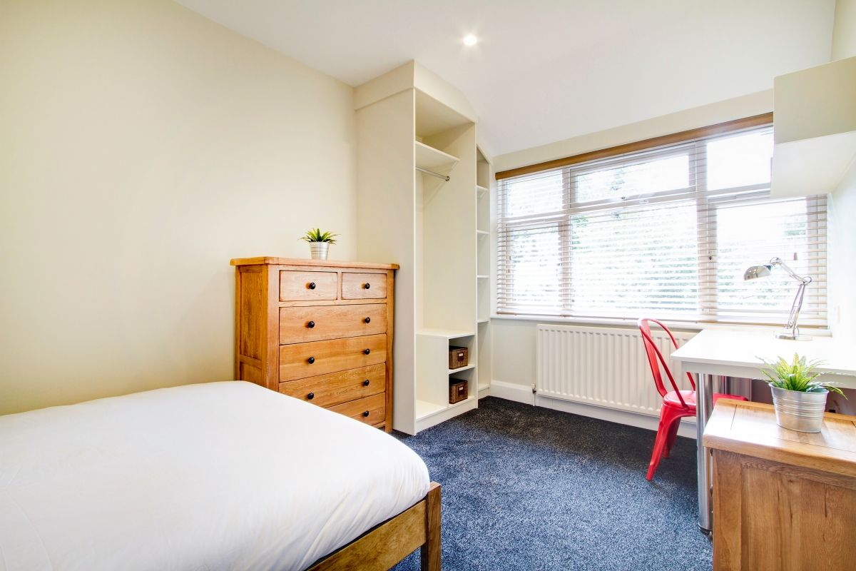 Clear And Modern Room In A 8 Bedroom House 9 Sherwood Avenue 8 Bedroom Manchester Student House Bedroom 1