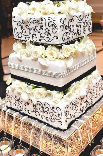 Wedding Cake Charm Pulls New Orleans Wedding Cake With Fleur De Lis Charms For The Ribbon Pull Cake Pull Charms Wedding Cake Charms Charms Cake