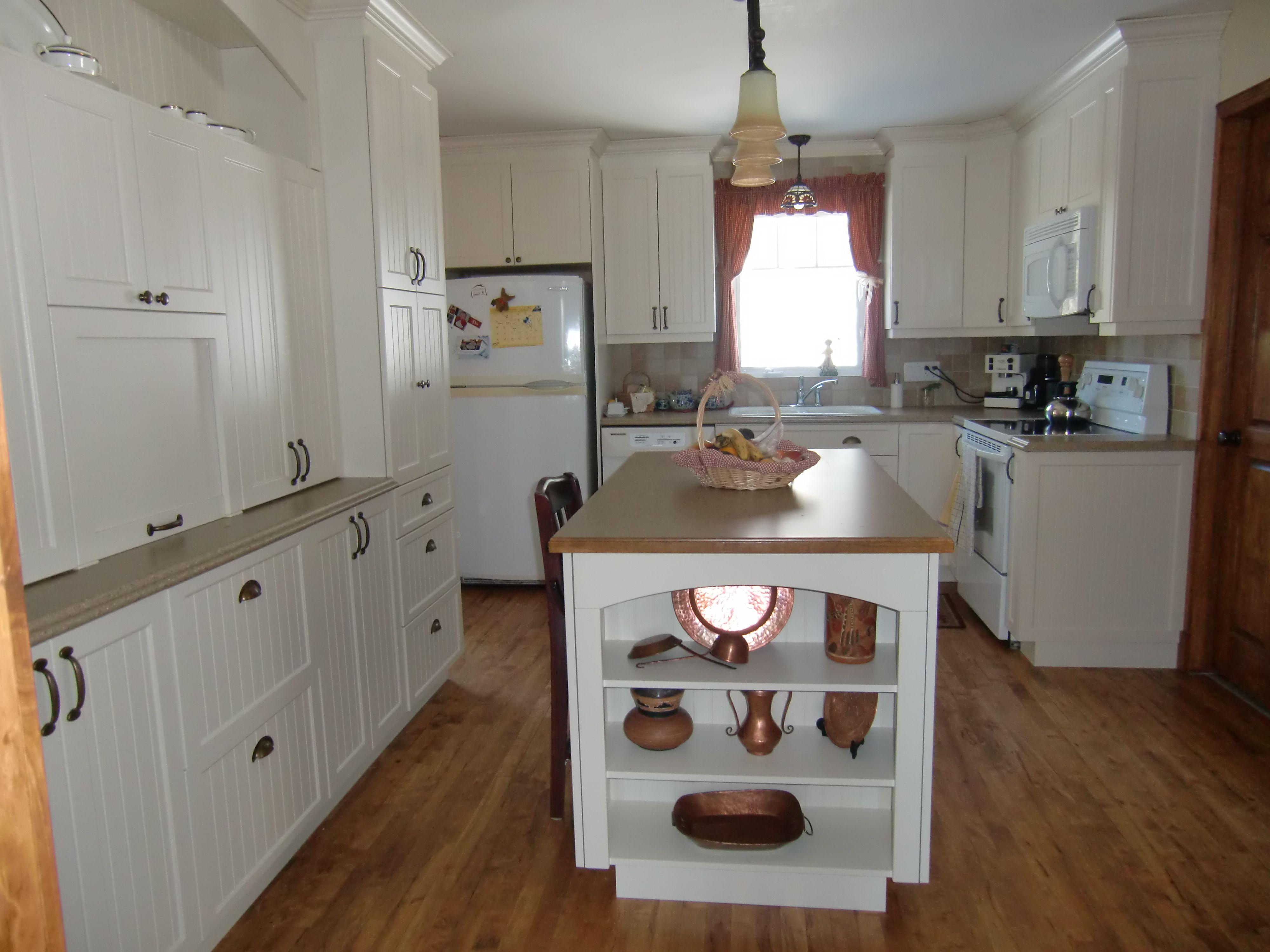 Armoire de cuisine champ tre avec ilot cuisine champ tre for Armoire de cuisine en pin