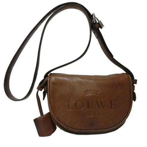 bfe397a23ee Este bolso bandolera de   Loewe es un complemento imprescindible en tu  armario