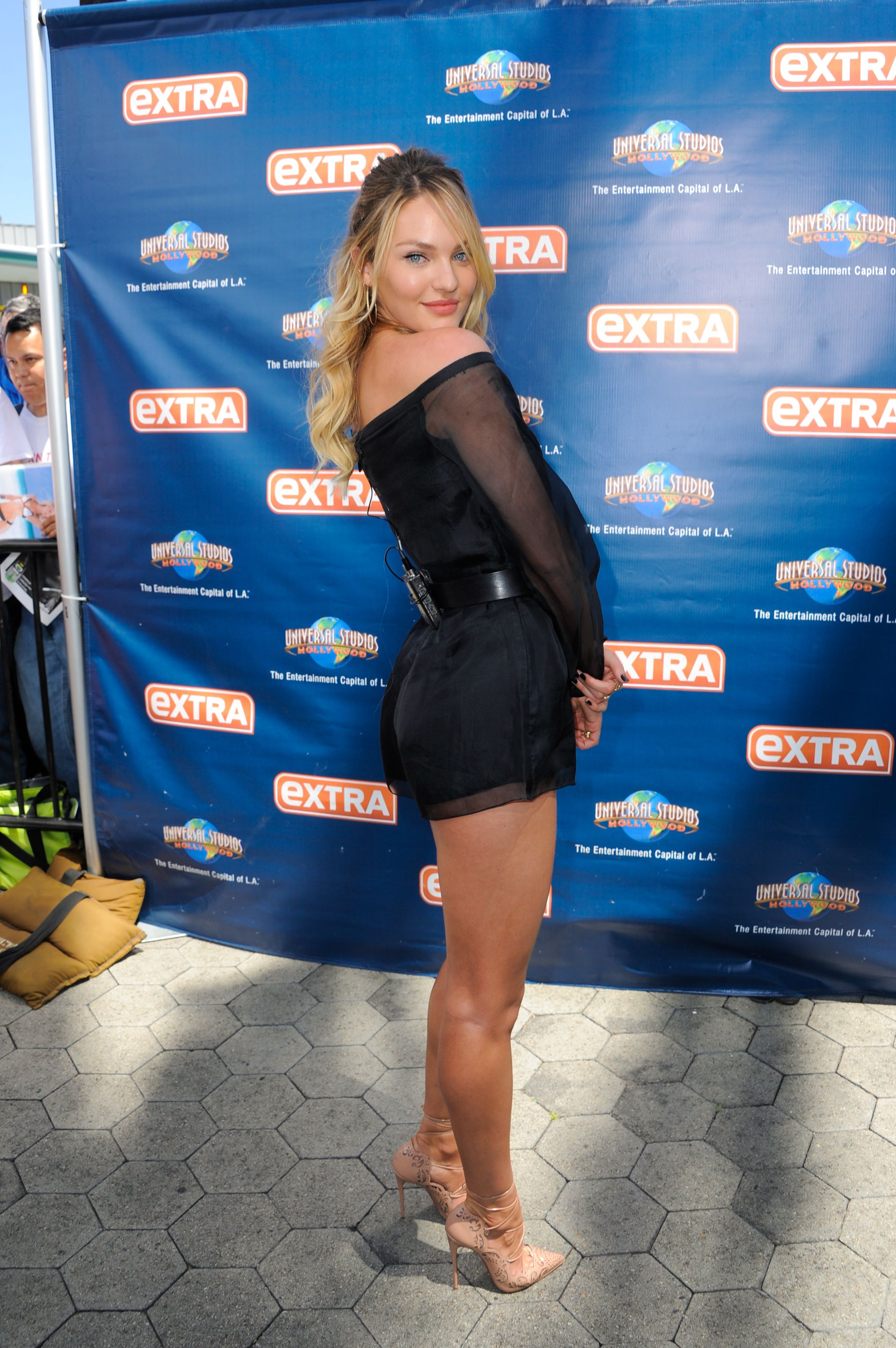 2e7319f2397e candice swanepoel on extra with mario lopez