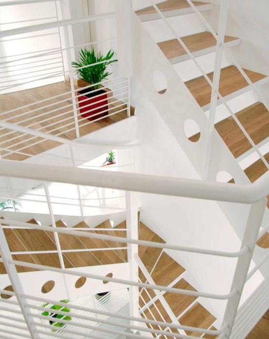 Escaliers d\u0027intérieur design en métal et bois 1/4 tournant