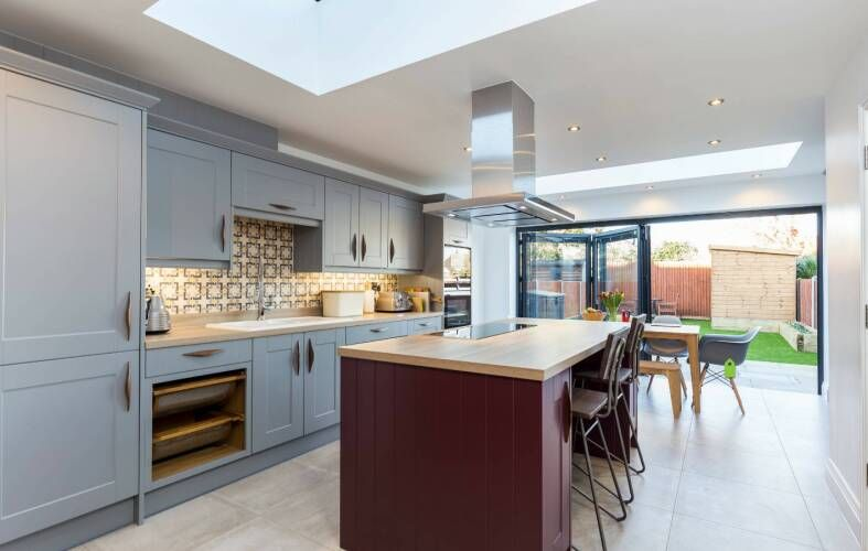 Best Shaker Fossil Grey Kitchen In 2020 Wren Kitchen 400 x 300