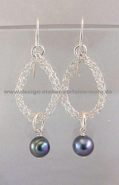 UNIKAT gestrickte Ohrringe silber mit SW-Perlen von design-atelier ...