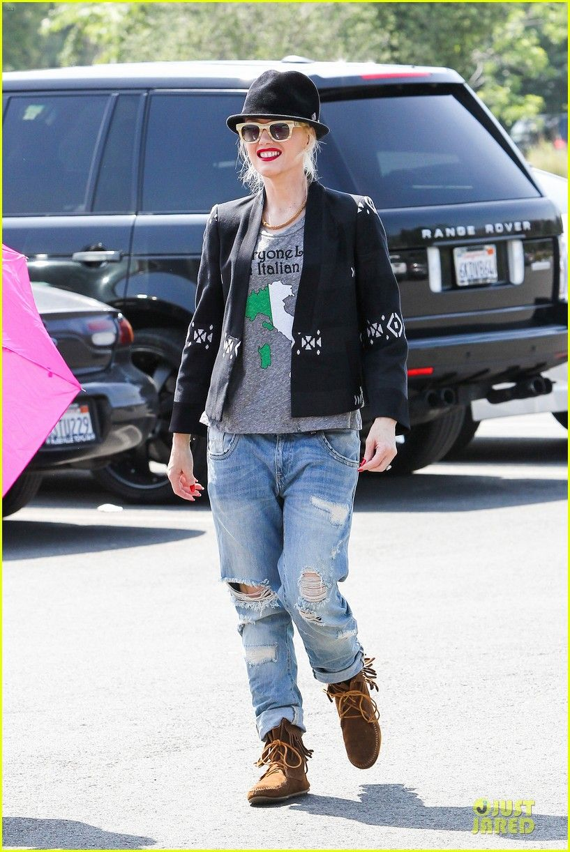 Gwen Stefani In Her Minnetonka Tramper Ankle Hi Boots Casual Outfits For Teens School Casual Outfits For Teens Casual Summer Outfits