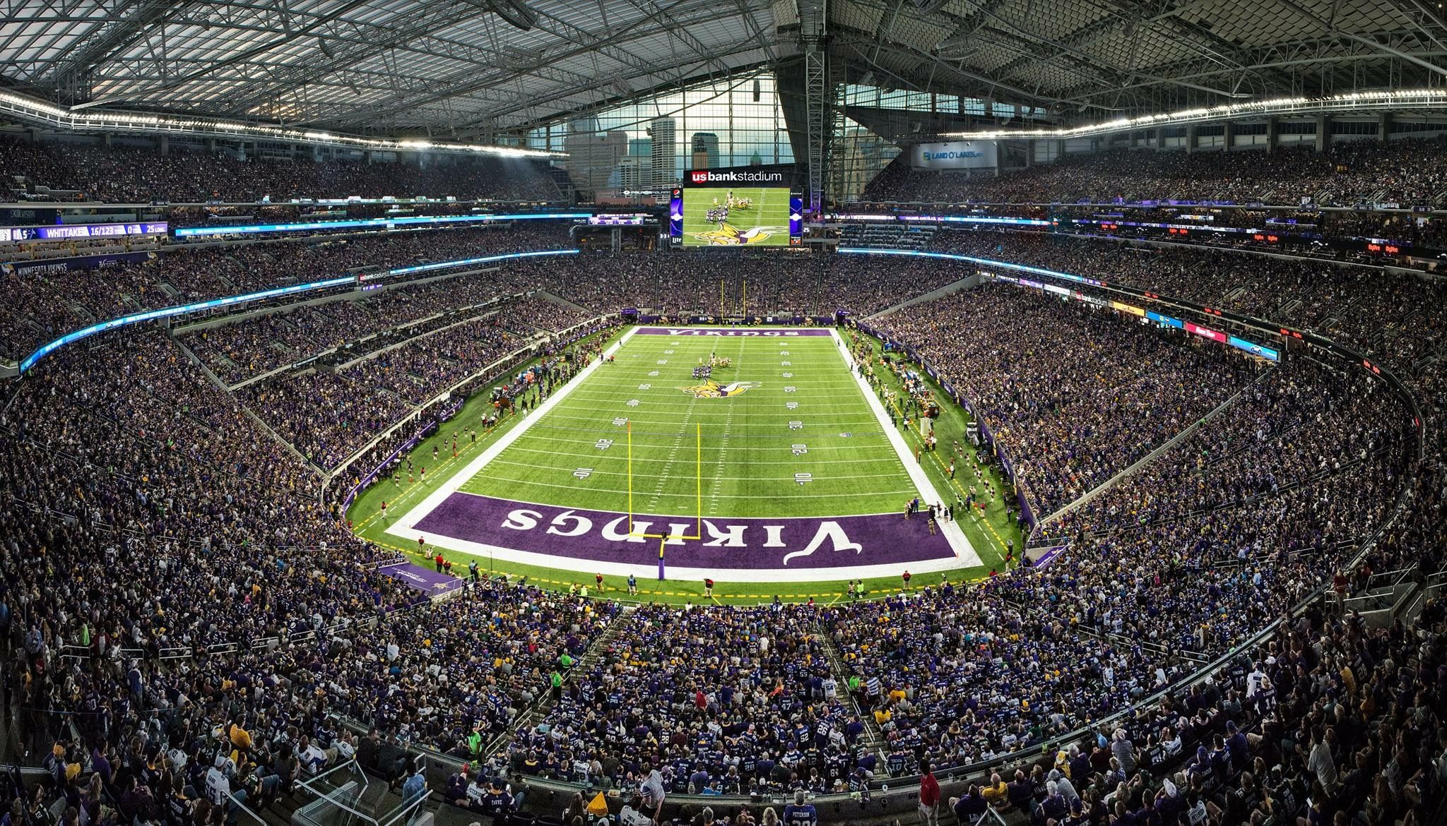 Us Bank Stadium Minneapolis First Home Game Between The Vikings And Packers Minneapolis Photo Vikings