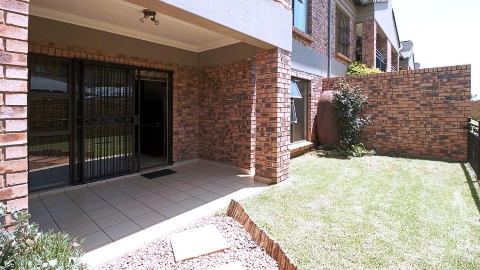 2 Bedroom Townhouse For Sale In Ravenswood P24 108393567 In 2020 Townhouse Building A Pool Ravenswood