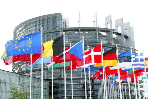 La primavera del 2017 rimarrà negli Annali della Storia per via delle celebrazioni svoltesi a Roma per i sessant'anni dell'Unione Europea. Sotto un cielo blu e un tiepido sole, i 27 capi di Stato Europei si sono ritrovati a festeggiare l'evento nella sala dei Curiazi e Orazi,   #antonella policastrese #EU #europa #politica europea #politica italiana #unione europea