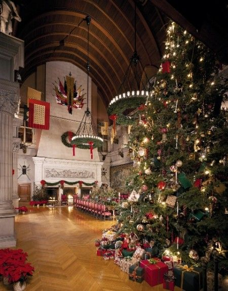 The Amazingly Beautiful Biltmore Estate (Asheville, NC) Dining Room At  Christmas. The Christmas Tree Is Tall.