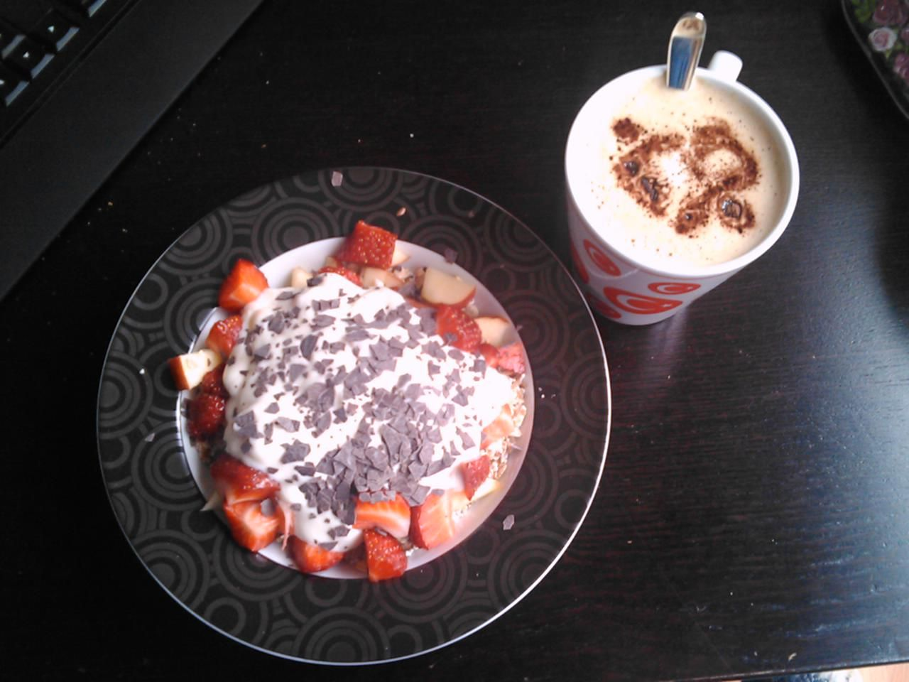 Cereals with fruits and yoghurt + Cappuccino ♥