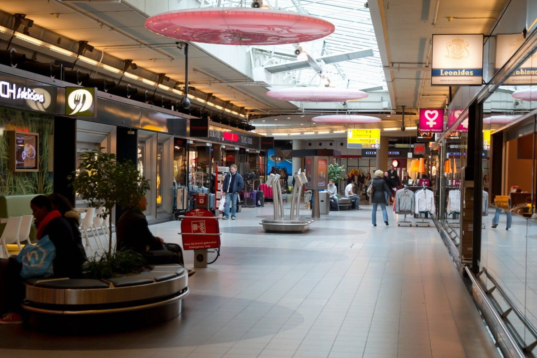 Afbeelding van http://images0.tcdn.nl/binnenland/article22083422.ece/BINARY/u/Schiphol+Plaza.jpg.