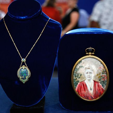 Louis Comfort Tiffany Necklace From Antique S Roadshow Which Sold For 100k Plus 25k Buyer S Premi Discount Tiffany Jewelry Tiffany Necklace Antiques Roadshow