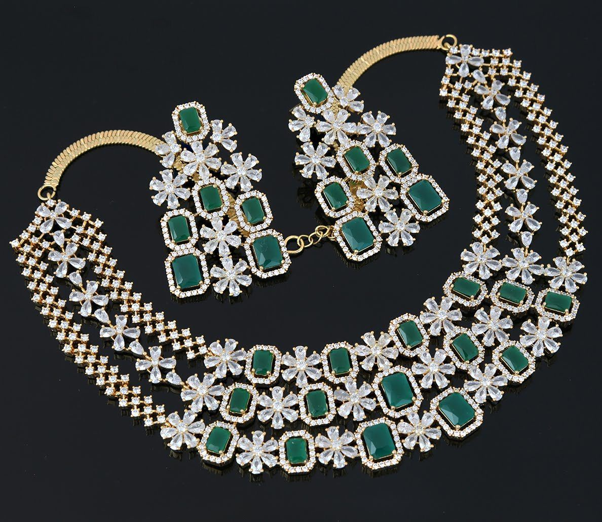 Floral Design CZ White Clear Collar Choker Necklace Earrings set with Maangtikka