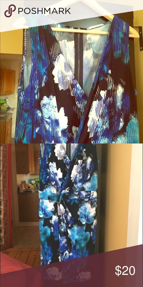 Blue geometric cloud wrap dress Geometric wrap dress ! Dresses Midi